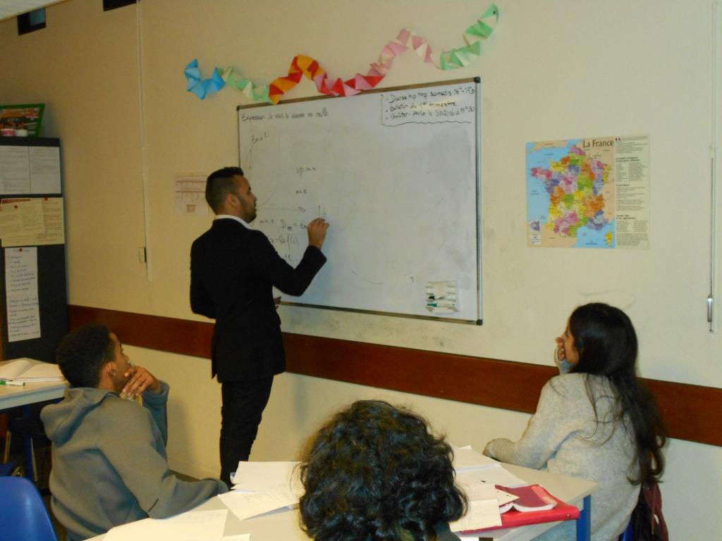 Cours de math le Samedi après-midi avec un public de lycéens