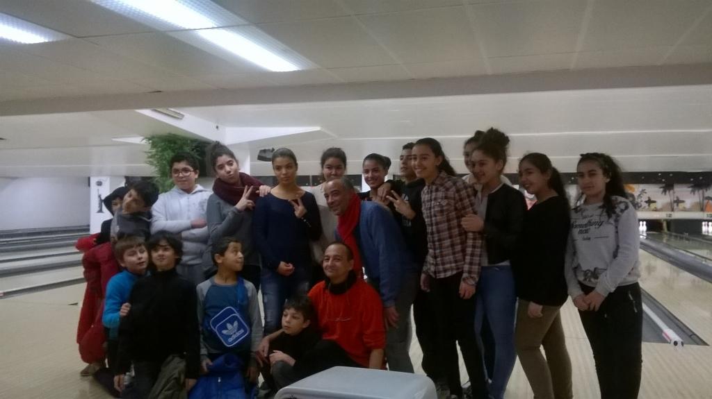 Sortie au Bowling, en partenariat avec le club de prévention ALV, avec un groupe de collégiens de l'association, 2015